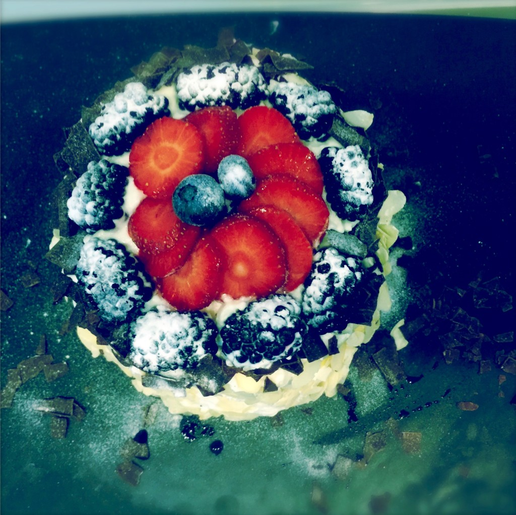 Freunde bunter Früchtchen und sahnig-cremiger Dekadenz: Bei dieser Wassermelonen-Torte dürft Ihr fast ohne schlechtes Gewissen mal so richtig zuschlagen! www.galupasvoice.com/wassermelonen-torte/