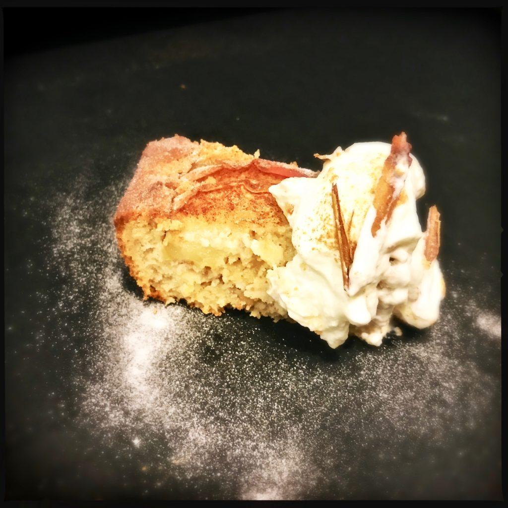 Happy first Birthday www.galupasvoice.com mit dem gesündesten und besten Apfel-Zimt-Kuchen der Welt http://galupasvoice.com/apfel-zimt-kuchen/
