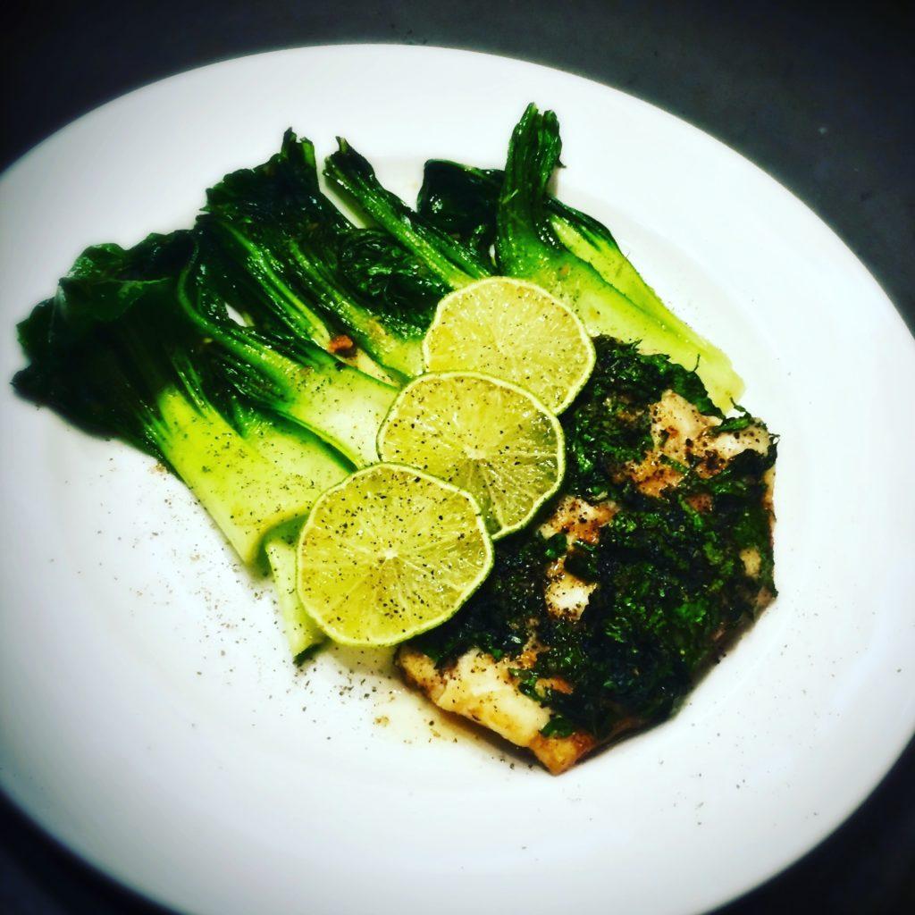 Detoxen mit überbackenem Fisch und vielen frischen Kräutern http://galupasvoice.com/ueberbackener-fisch/