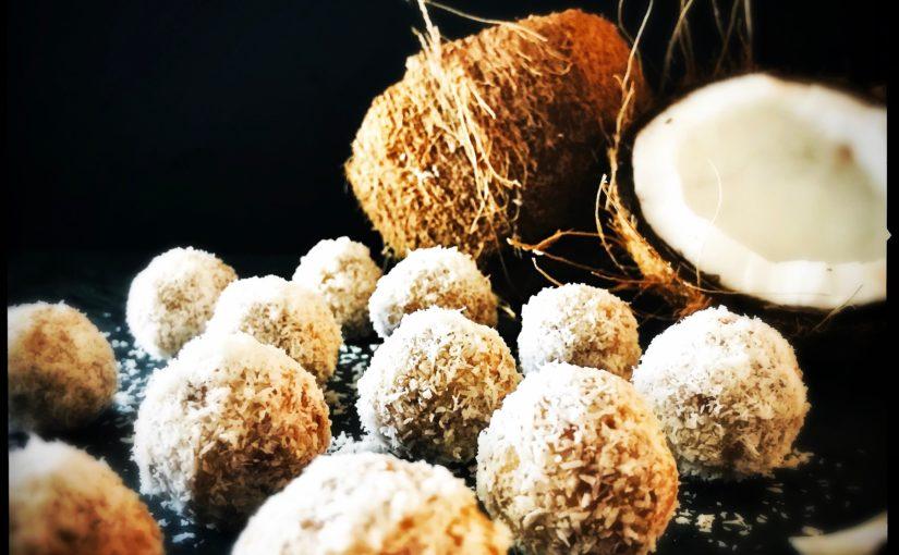 Eisgekühlte Kokosbällchen oder die gesündesten Pralinen der Welt